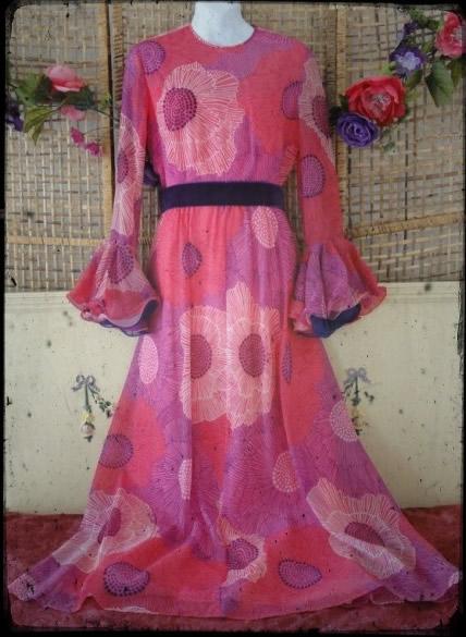 vintage-mod-maxi-dress-bell-sleeves-flowers-2